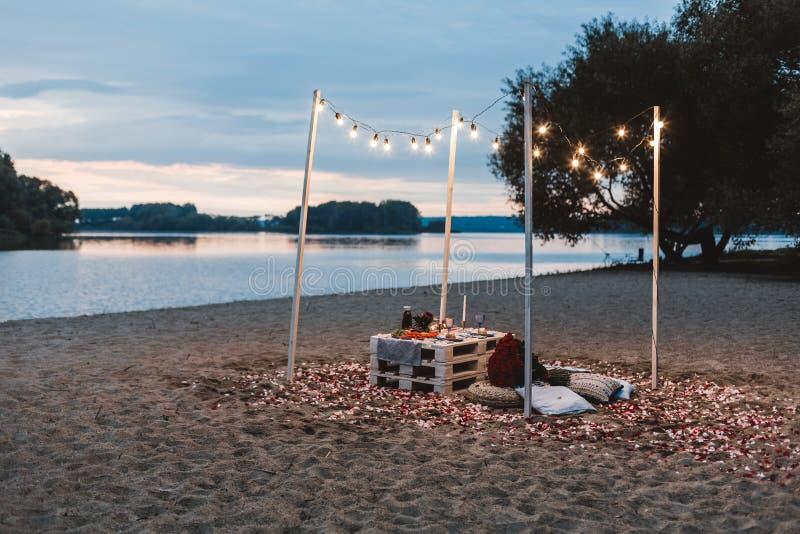 Romantisch diner bij het strandconcept royalty-vrije stock foto