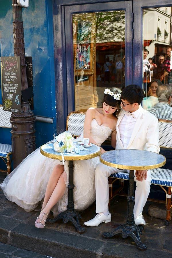 Romantisch Huwelijk in Parijs stock afbeelding