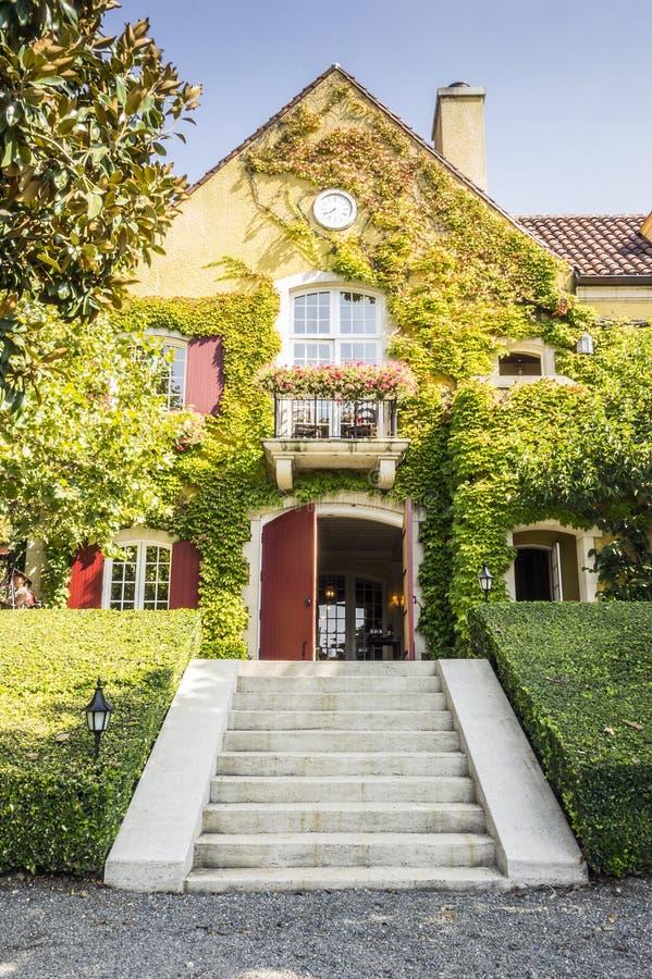 Romantisch, klein wijnmakerijhuis in Californië stock afbeeldingen
