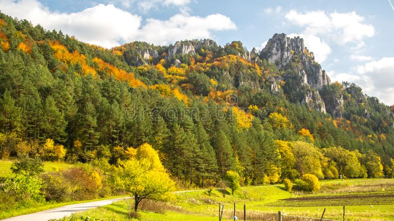 Romantisch landschap van de Sulov-rotsen, Slowakije royalty-vrije stock foto's