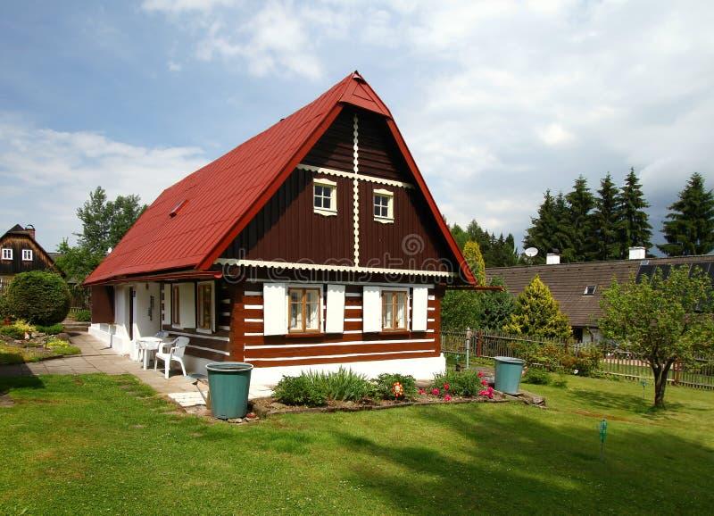 Romantisch plattelandshuisje royalty-vrije stock afbeeldingen