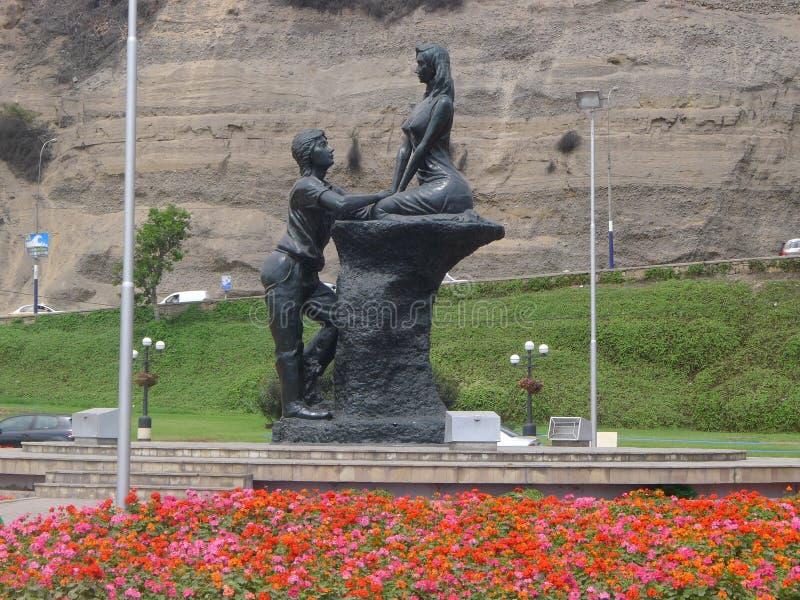 Romantisch standbeeld bij de kustlijn in Chorrillos, Lima royalty-vrije stock foto's