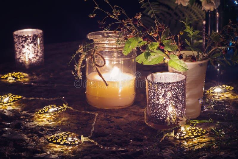 Romantisch stilleven met kaarslicht royalty-vrije stock afbeeldingen
