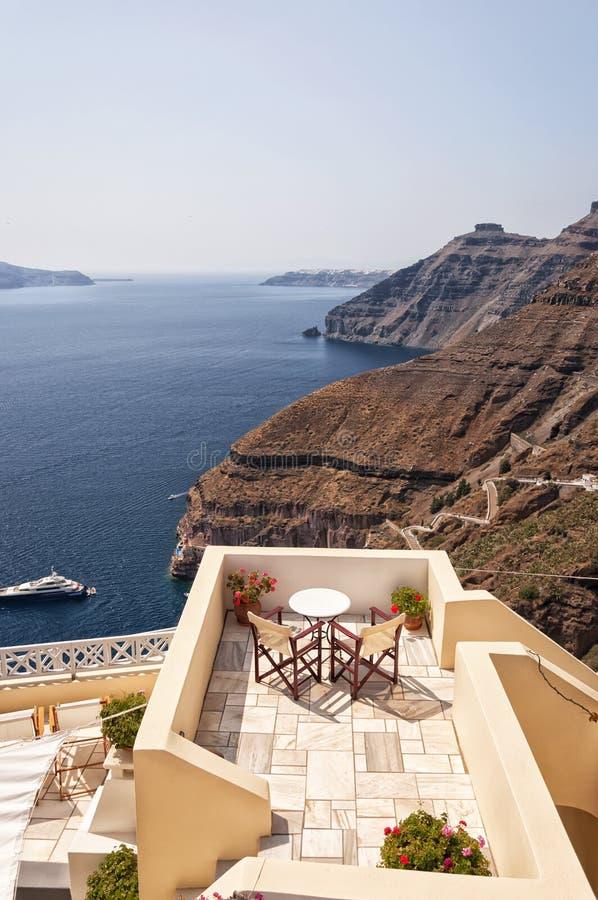 Romantisch Terras Santorini stock foto's