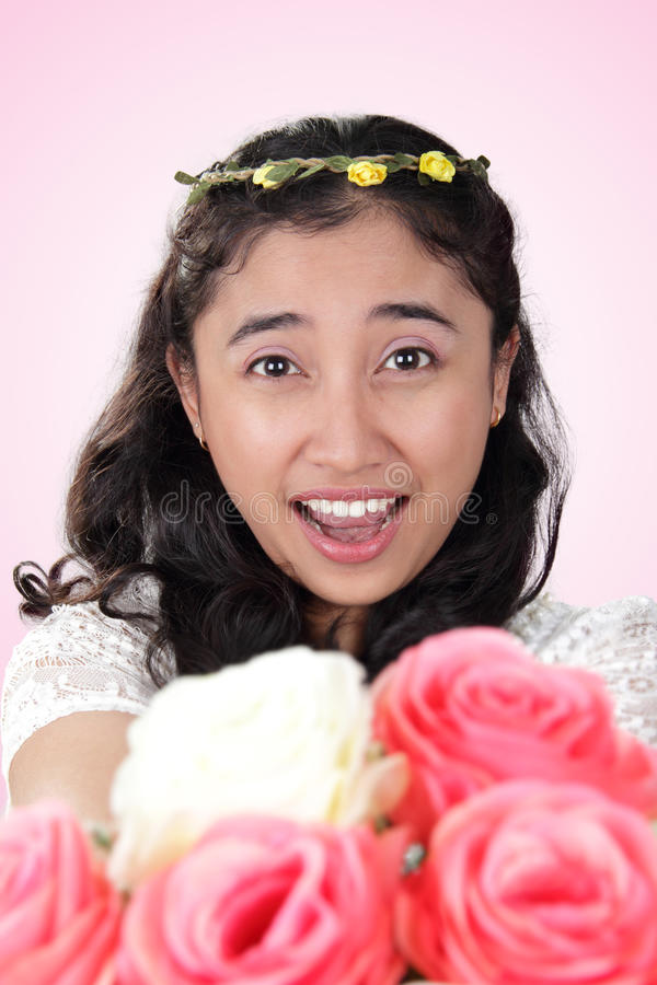 Romantische Überraschung der herrlichen Braut lizenzfreies stockfoto