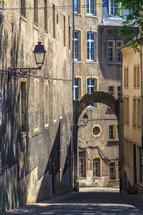 Romantische alte Straße stockbild