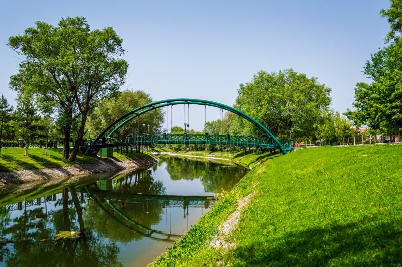 Romantische Ansicht mit Brücke von Porsuk-Fluss in Eskisehir, die Türkei lizenzfreie stockfotos