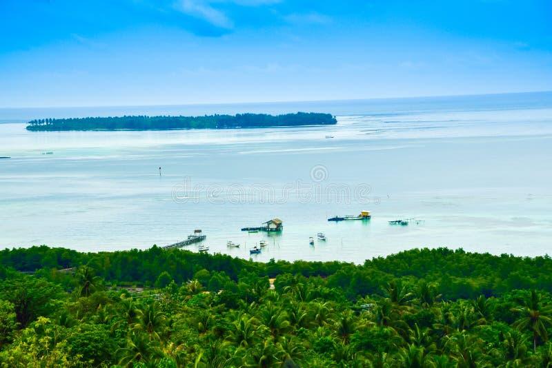 Romantische Ansicht vom schönen blaues Wasser Indischen Ozean auf dem Horizont lizenzfreies stockfoto
