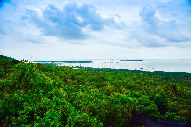 Romantische Ansicht vom schönen blaues Wasser Indischen Ozean auf dem Horizont stockfoto