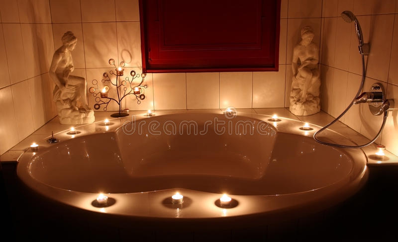 romantische badewanne stockfoto bild von nett dusche 20134706. Black Bedroom Furniture Sets. Home Design Ideas