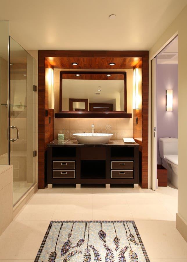 Romantische Badkamers stock foto. Afbeelding bestaande uit tegel ...