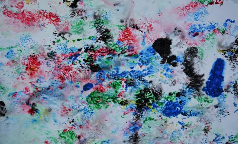 Romantische blauwe roze zwarte beige gele rode blauwe donkere kleuren en tinten Abstracte natte verfachtergrond Schilderende vlek stock foto