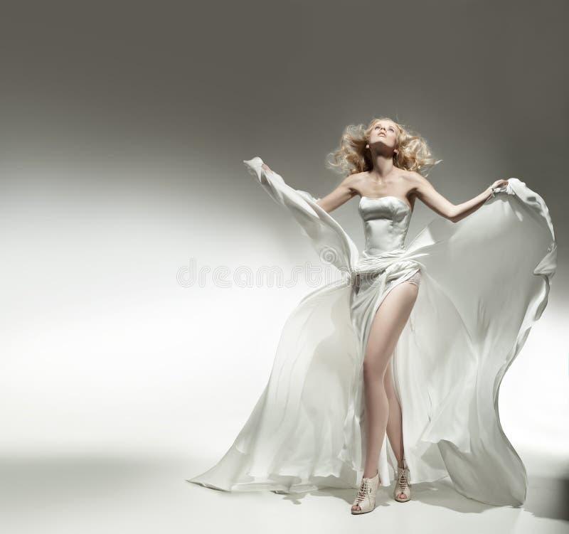 Romantische blonde schoonheid stock foto's