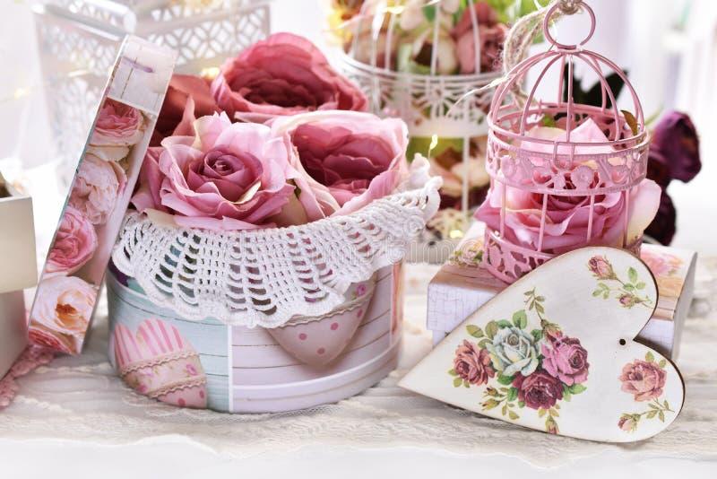 Romantische decoratie voor Valentijnskaarten of huwelijksdag royalty-vrije stock foto