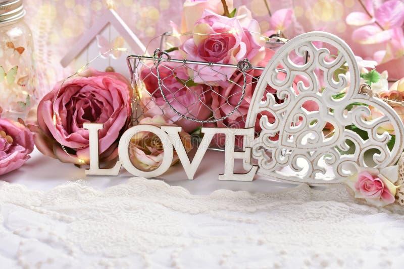 Romantische Dekoration für Valentinsgruß oder Hochzeitstag stockbilder