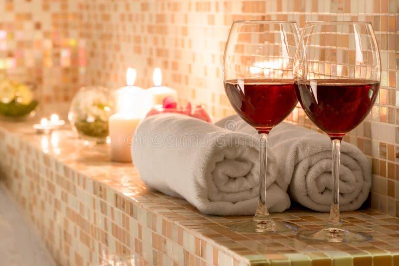 Romantische Dekoration im Badezimmer stockbild