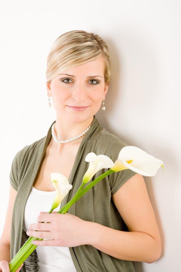 Romantische Fraueneinfluß Callalilienblume stockbilder