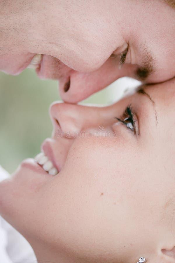 Romantische jonge paarclose-up royalty-vrije stock fotografie