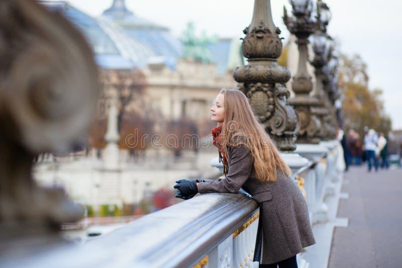 Romantische jonge vrouw met mooi lang haar royalty-vrije stock foto