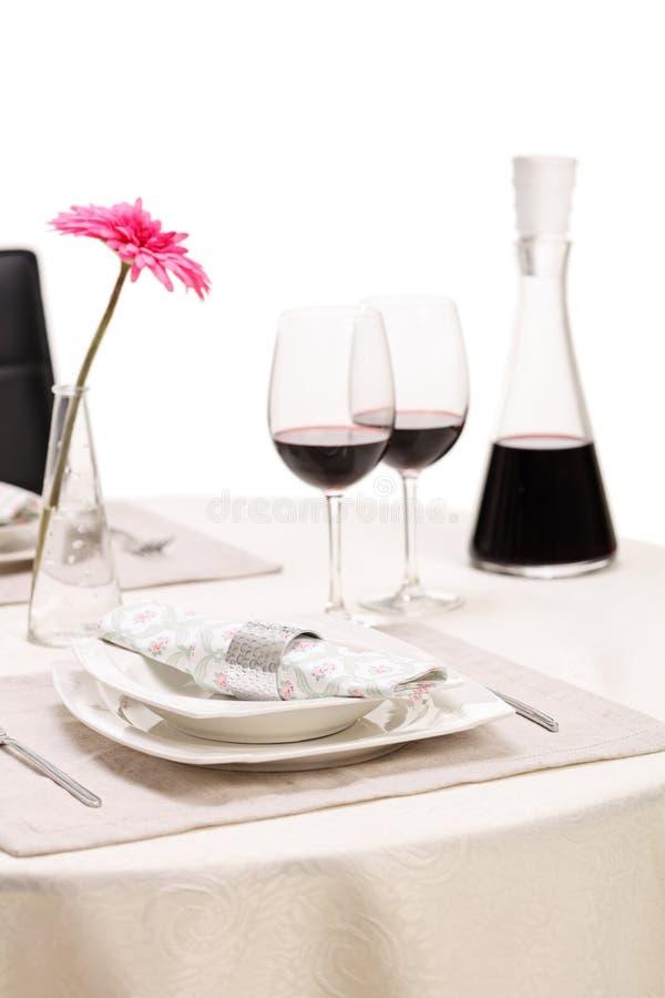 Romantische lijst met twee glazen wijn stock fotografie