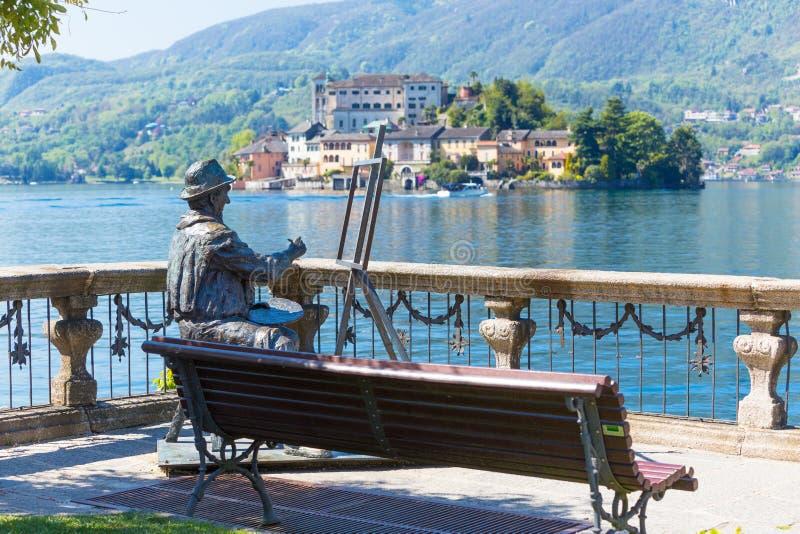 Romantische mening van het eiland van San Giulio bij Meer Orta, Piemonte, Italië royalty-vrije stock foto's