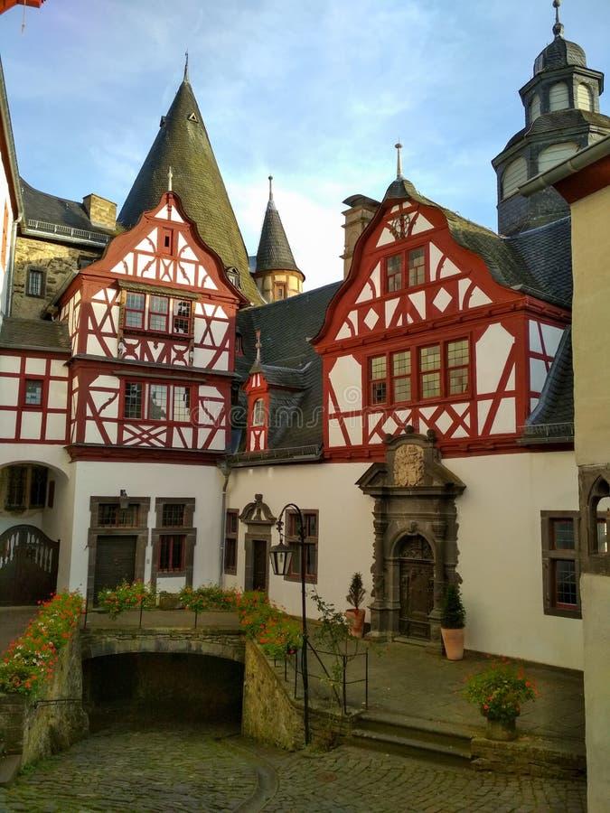Romantische mittelalterliche Schlösser von Deutschland - Burresheim in Rhein-Tal lizenzfreies stockbild