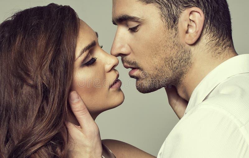 Romantische Paare lizenzfreies stockfoto