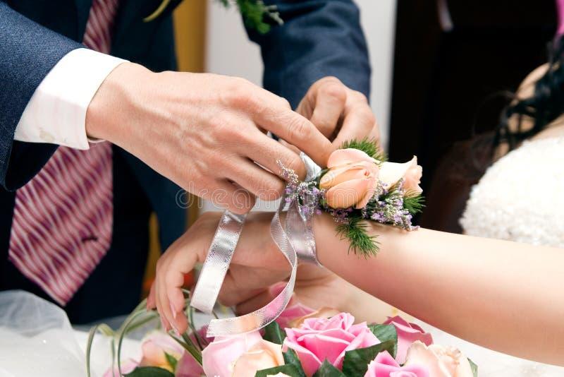 Romantische Paare an der Hochzeit lizenzfreies stockfoto