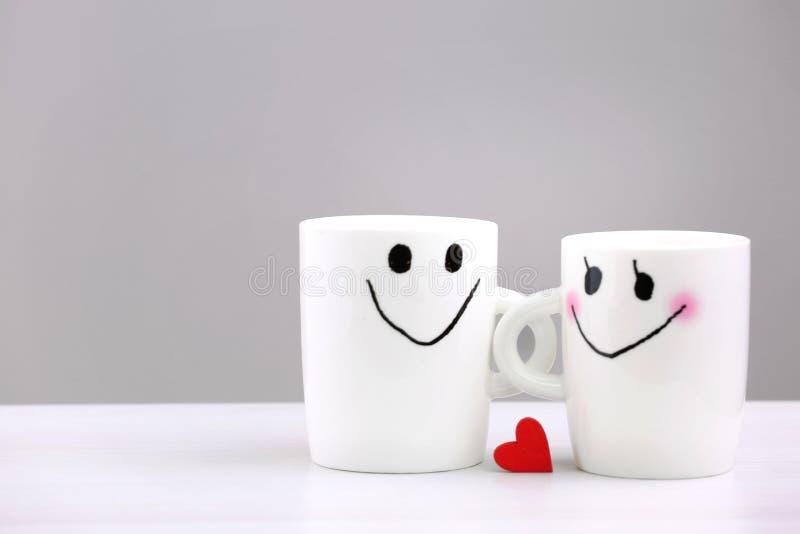 Romantische Paare, Valentinstaghintergrund Liebeskonzeptgegenstände lizenzfreie stockfotos