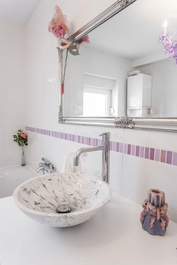 Romantische Retro Badkamers Stock Afbeelding - Afbeelding bestaande ...