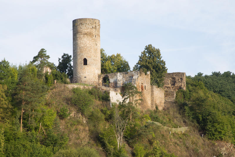 Romantische Ruine im Dorf Dobronice stockfotos