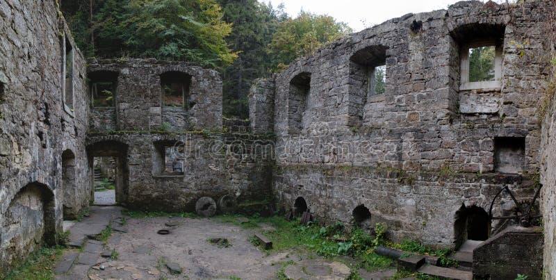 Romantische Ruine von Dolsky-mlyn in Ceskosaske Svycarsko lizenzfreies stockbild