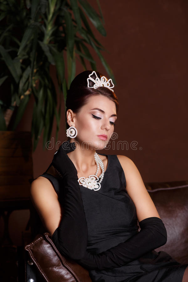 Romantische Schoonheid Retro stijl Retro portret van de vrouw stock afbeelding