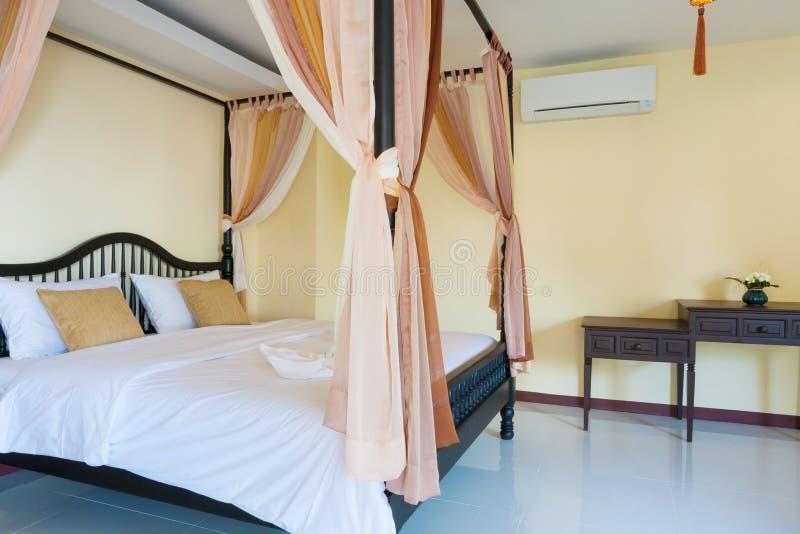 Romantische slaapkamer royalty-vrije stock afbeeldingen