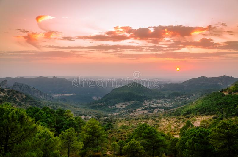 Romantische zonsondergang Port del Boyar, Grazalema stock fotografie