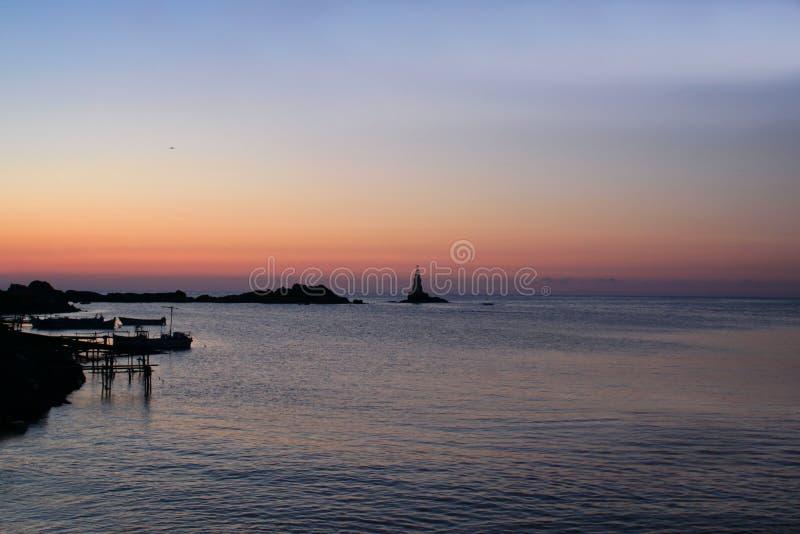 Romantische zonsopgang over het overzees royalty-vrije stock foto