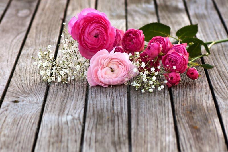 romantischer blumenstrau mit rosa rosen stockfoto bild 65077575. Black Bedroom Furniture Sets. Home Design Ideas