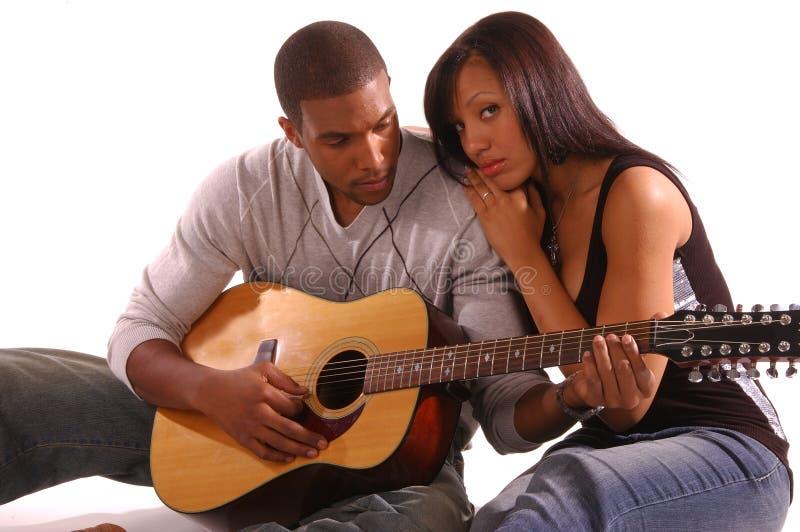Romantischer GitarreSerenade lizenzfreie stockbilder