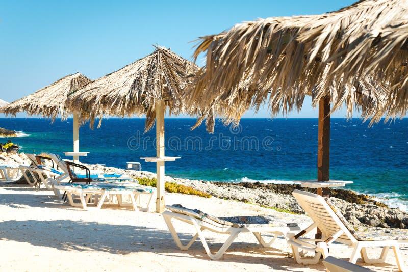 Romantischer Platz nahe dem Meer lizenzfreie stockbilder