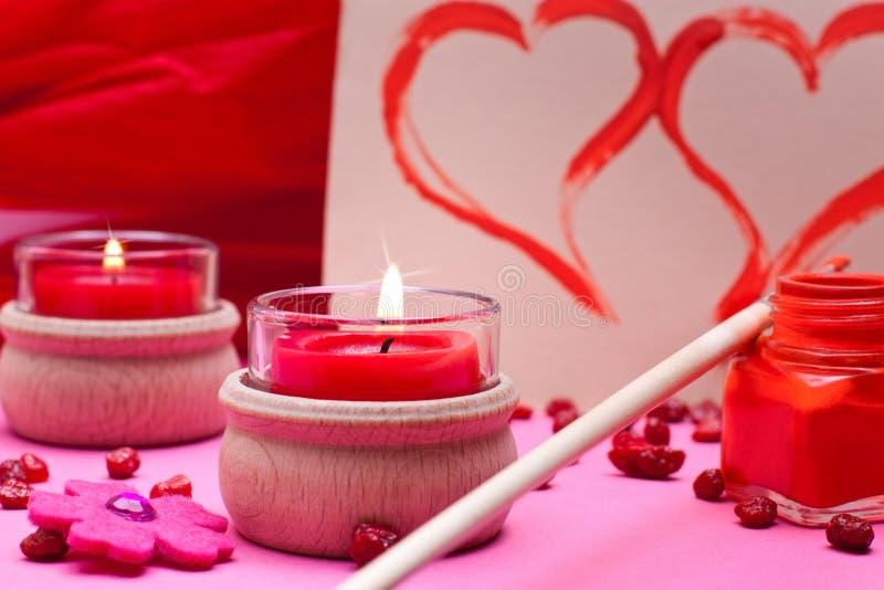 Romantischer rosa Hintergrund mit roten Inneren lizenzfreies stockfoto