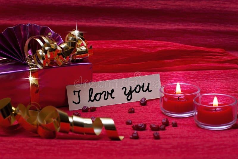 Romantischer roter Hintergrund mit Zeichen ich liebe dich lizenzfreies stockfoto