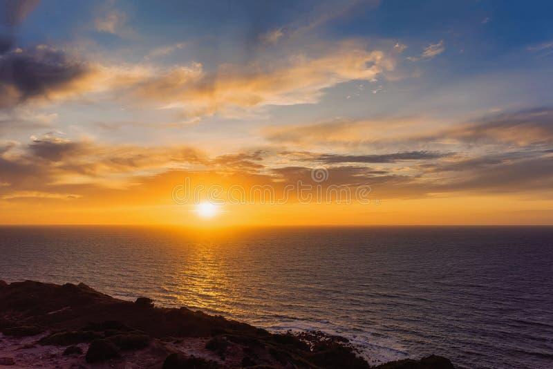 Romantischer Sonnenuntergang über Mittelmeer Portoscuso Carbonia Sardinien lizenzfreie stockfotos