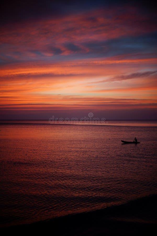 Romantischer Sonnenuntergang in Asien lizenzfreies stockbild