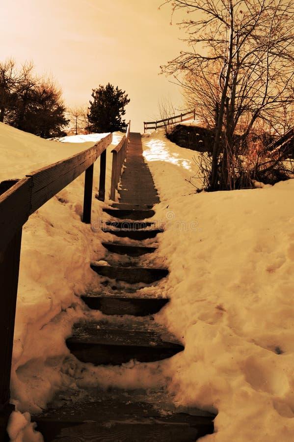 Romantischer Weg in den Schweizer Alpen lizenzfreies stockfoto