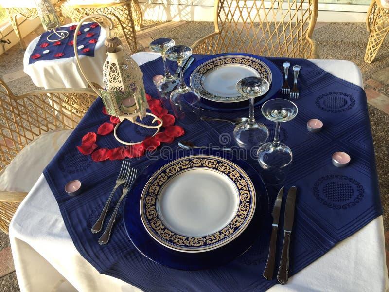 Romantisches Abendessen heraus lizenzfreie stockbilder