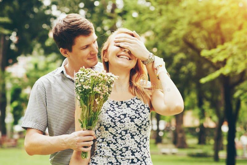 romantisk överrrakning arkivfoton