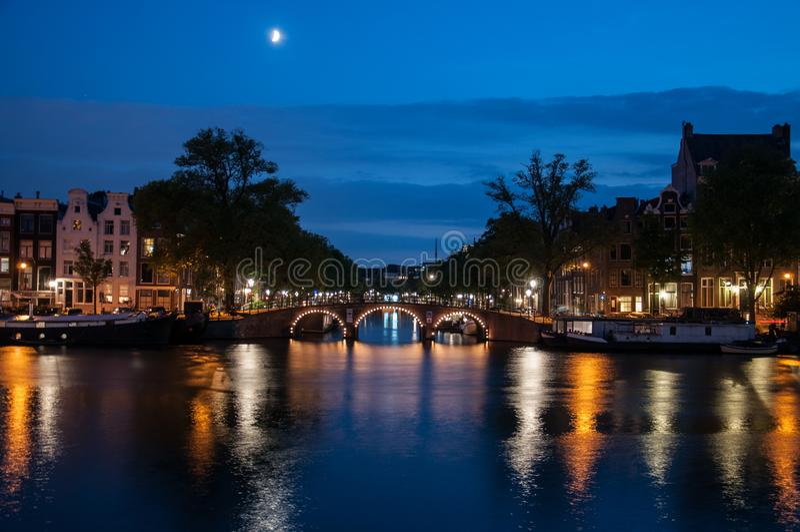 Romantisk aftonsikt - amsterdam arkivbilder