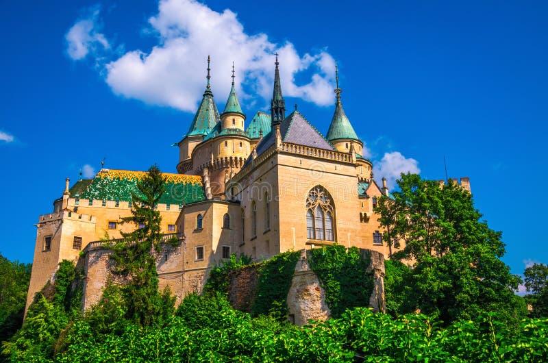 Romantisk Bojnice slott royaltyfria bilder