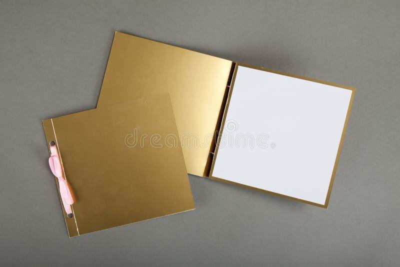 Romantisk designuppsättning över grå bakgrund Att att användas för invitat arkivfoto