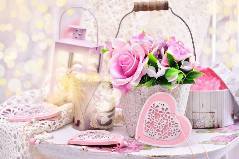 Romantisk garnering i sjaskig chic stil för att gifta sig eller valentin arkivfoton
